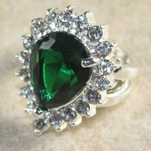 Jewelry - SILVER Green Peridot Crystal Teardrop Ring